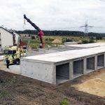 montaż ścian garaży betonowych- widok z perspektywy